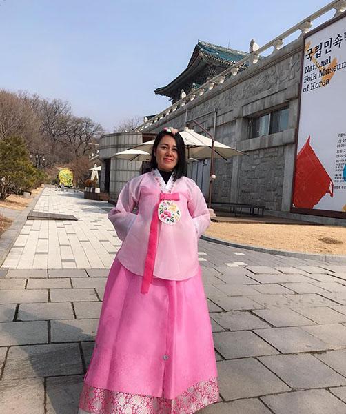 Thủy Heli trong một lần sang Hàn Quốc học hỏi kinh nghiệm làm đẹp