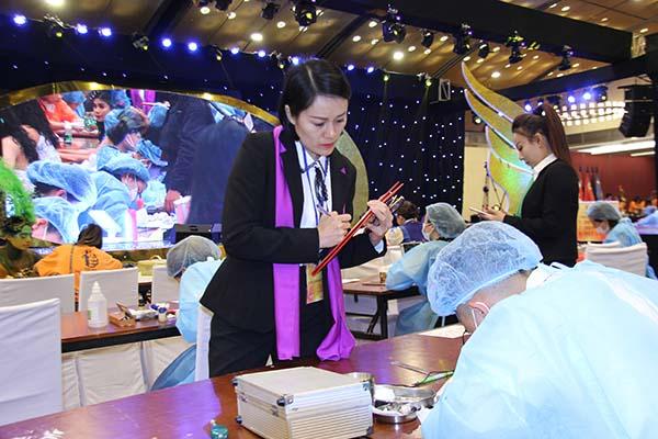 Chuyên gia phun xăm thẩm mỹ Thủy heli người có nhiều kinh nghiệm làm BGK trong các cuộc thi về phun xăm thẩm mỹ