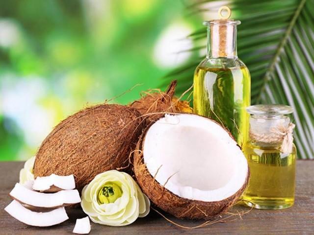 Có thể dùng dầu dừa để dưỡng ẩm môi