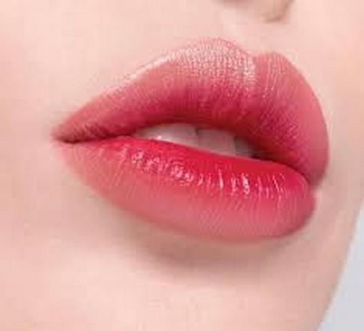 Chăm sóc môi sau khi phun xăm thẩm mỹ