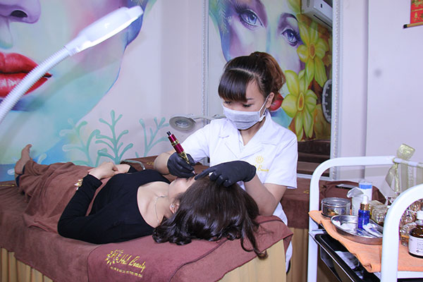 Helibeauty hiện đang là một trong những địa chỉ phun xăm lông mày đẹp ở Hà Nội
